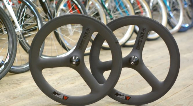 小径カーボンホイール「Kitt design Carbon Trispoke Wheel」
