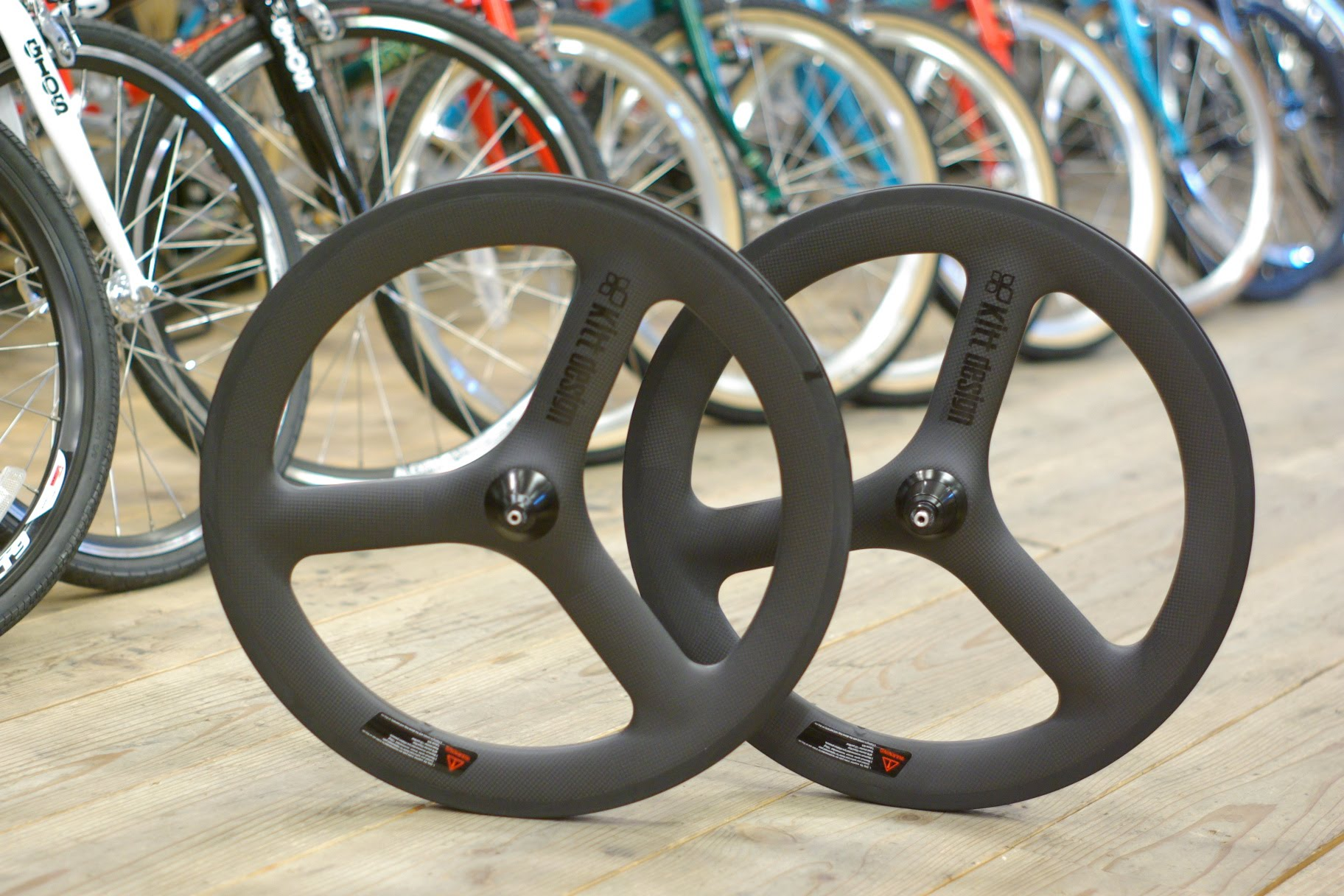 小径カーボンホイール「Kitt design Carbon Trispoke Wheel」