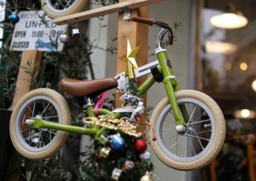 クリスマス向けキッズバイク、2Fでお待ちしています。